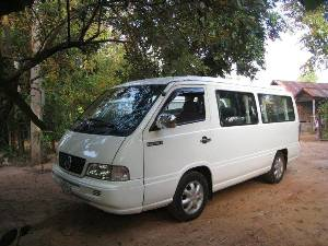 minivan-shuttle-transfer-siemreap-airport